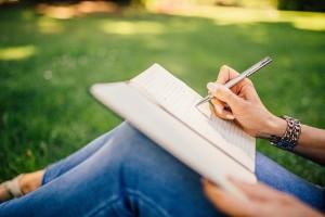 writing-923882_640